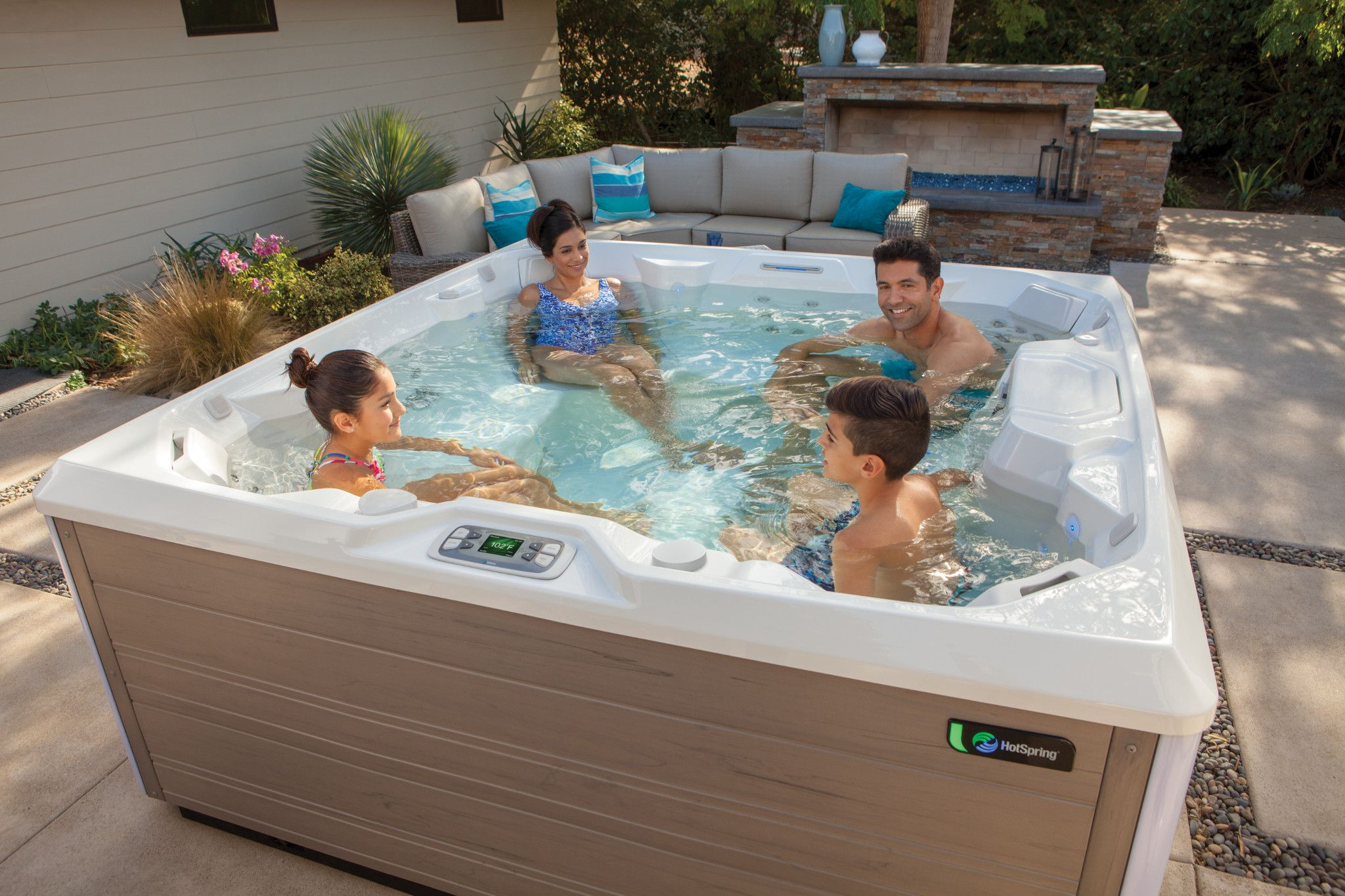 Familiaal Plezier In De Limelight Jacuzzi S Hot Tub Hot Tub Swim Spa Spring Spa