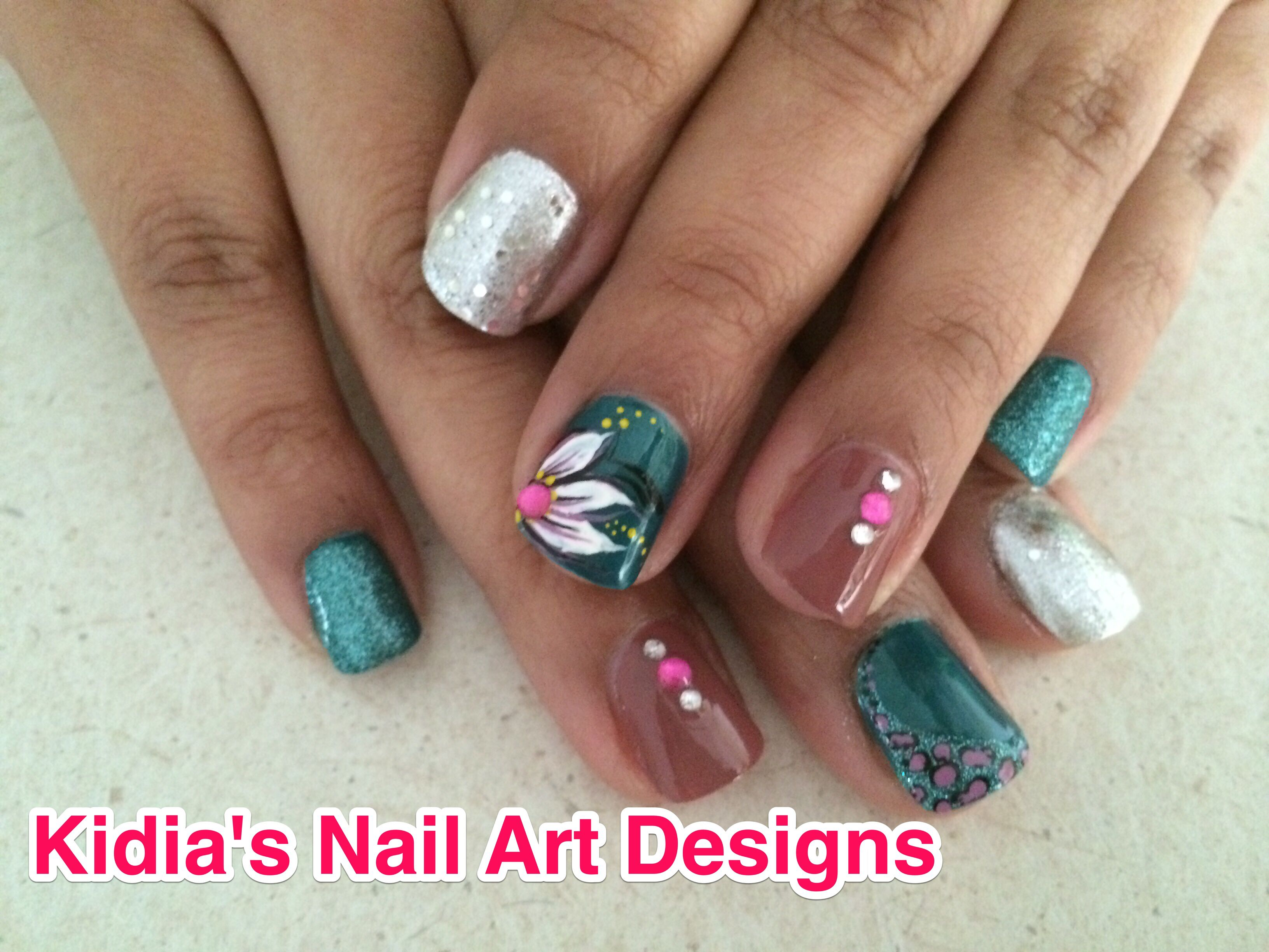 Flower Design On Natural Nail With Rhinestones Knad Pinterest