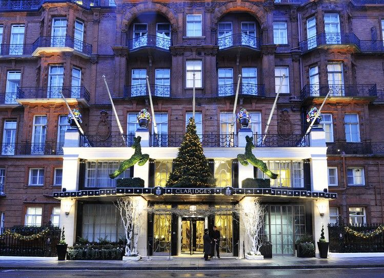 CHRISTMAS TREE FOR CLARIDGE'S BY BURBERRY | Daily Design News