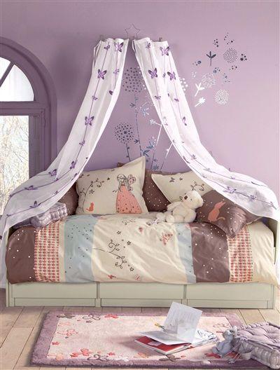 telas y papel en tonos malva y mariposas