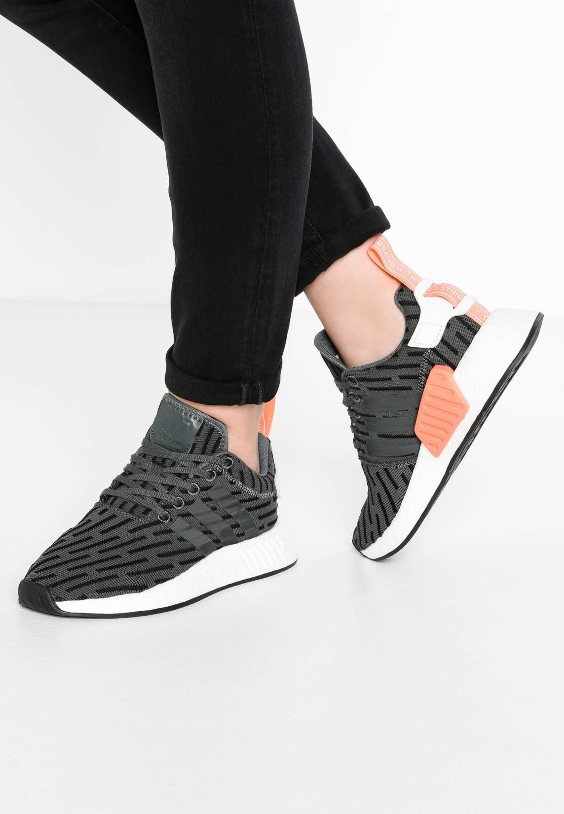 adidas Originals. NMD_R2 - Sneaker low - utility ivy. Sohle ...