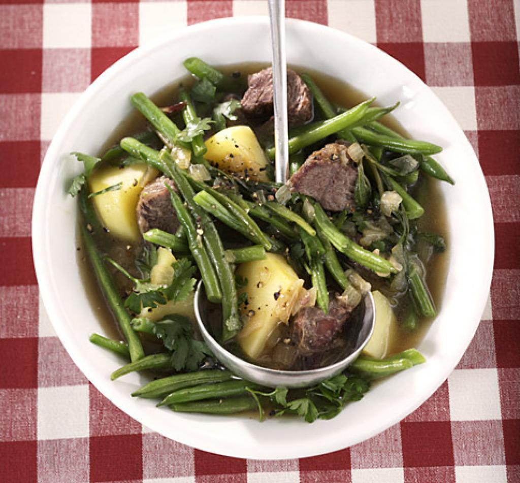 Rezept für Rindfleisch-Bohnen-Eintopf bei Essen und Trinken. Ein Rezept für 2 Personen. Und weitere Rezepte in den Kategorien Gemüse, Kartoffeln, Kräuter, Obst, Rind, Hauptspeise, Suppen / Eintöpfe, Kochen, Einfach.
