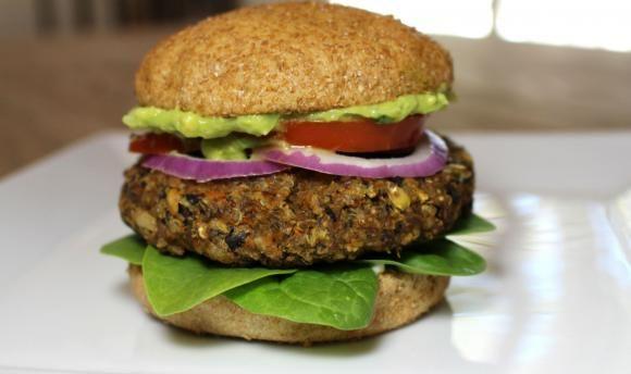Hamburgesa de quinoa y garbanzos Realmente deliciosa  Alimentos saludables en 2019  Vegan Recipes Black bean veggie burger y Vegan burgers