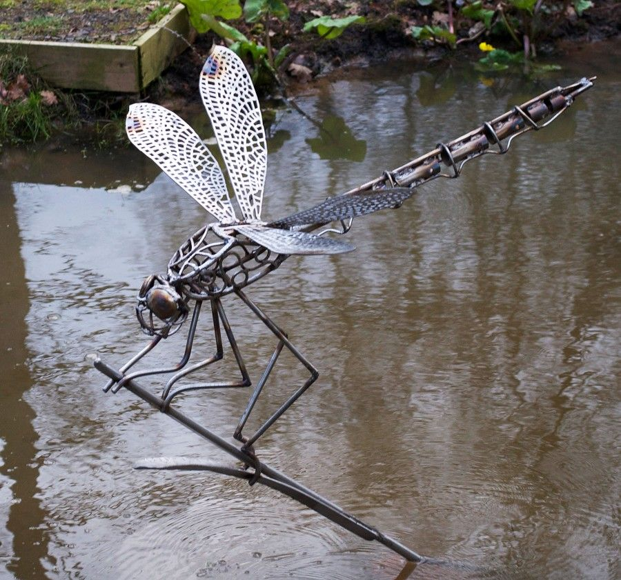 Dragonfly garden sculpture pinteres for Wire yard art