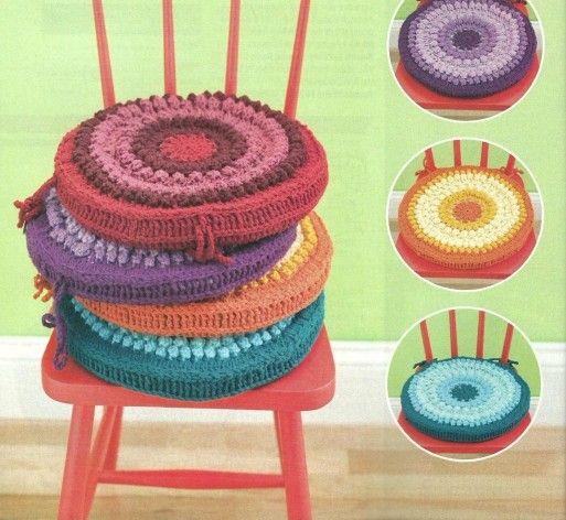 Coussins Et Leurs Grilles Gratuites Au Crochet Coussin Colore Crochet Et Maison En Crochet