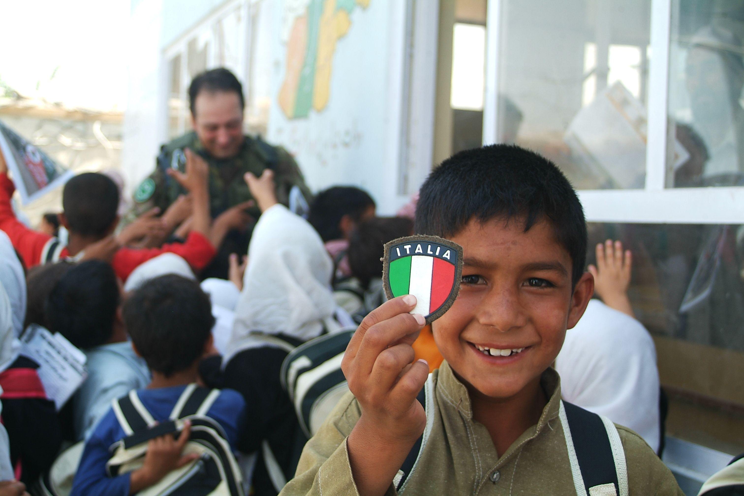Bambini Indiani ~ W l italia bambini afghani che giocano con i nostri soldati