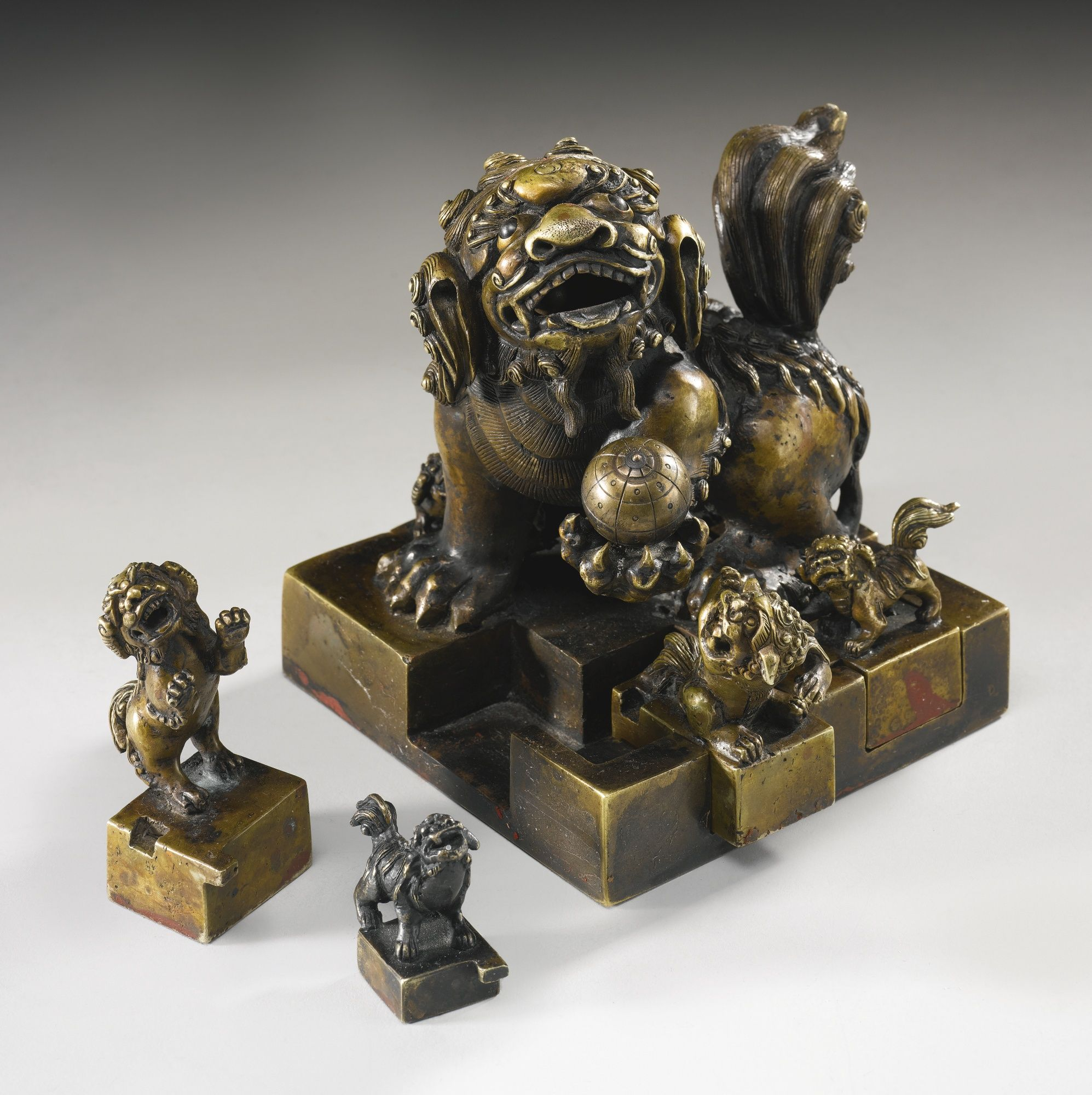 AN UNUSUAL BRONZE BUDDHIST PUZZLE SEAL SET QING DYNASTY