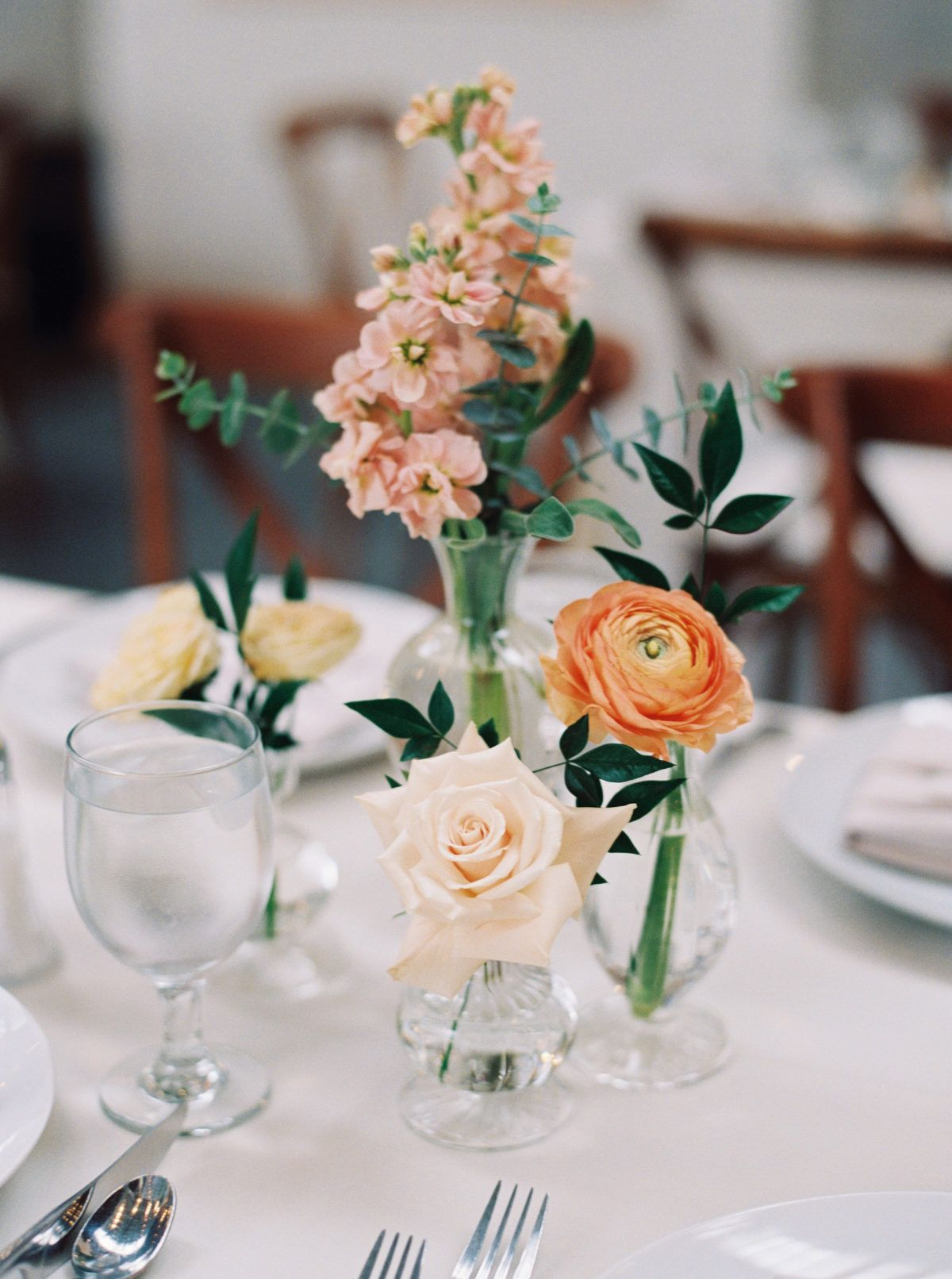 Modern Meets Garden At A San Diego Museum Photography Meiwen Wang Videography Etcetera Productions Coordi Bud Vases Wedding Bud Vase Centerpiece Wedding Vases