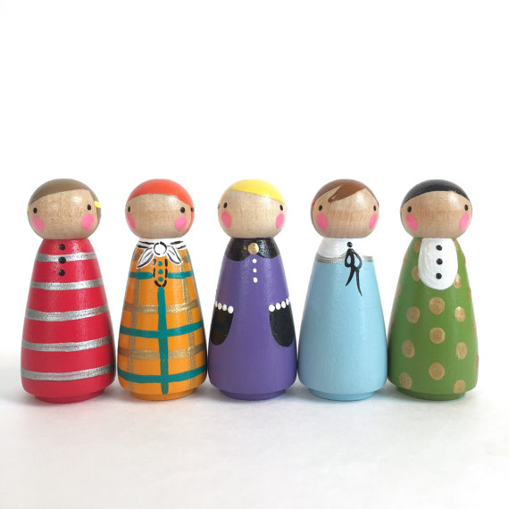 Keeping small hands busy and BIG imaginations running wild and free, this set of 5 pretty peggies are ready for a fun day! Dressed in their sweetest