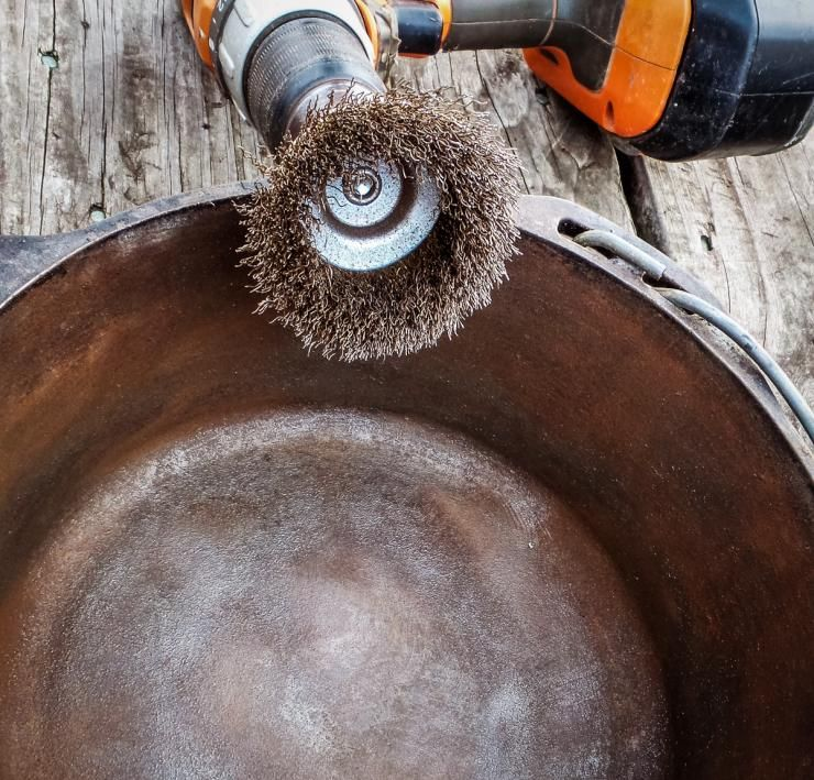 A Wire Brush On A Cordless Drill Will Remove Even The Heaviest Rust From A Pan Cleaning Cast Iron Skillet It Cast Cast Iron Cleaning