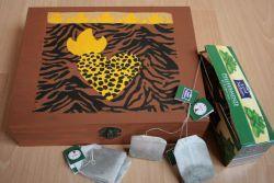 ethno-Teebeutelbox-Afrika-Herzen  http://bastelzwerg.eu/aussergewoehnliche-ethno-Teebeutelbox-Afrika-Herzen?source=2&refertype=1&referid=50