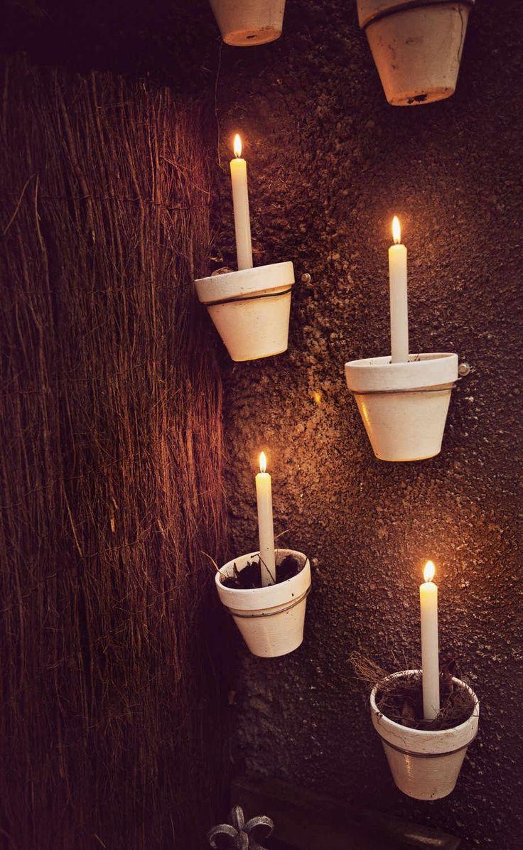garten beleuchtung idee einzelne tont pfe mit einer drahtschlaufe an der wand befestigen und. Black Bedroom Furniture Sets. Home Design Ideas