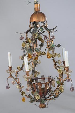 LUSTRE de forme pagode en laiton doré à 5 lumières à décor de