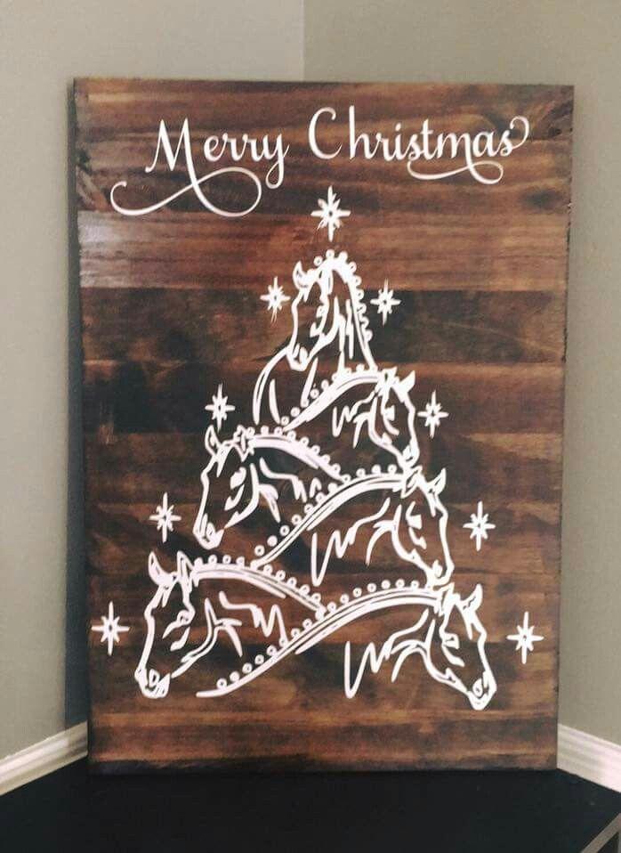 Beautiful And Creative Christmas Horseshoe Ornaments Pallet Christmas Tree Christmas Horses Pallet Christmas