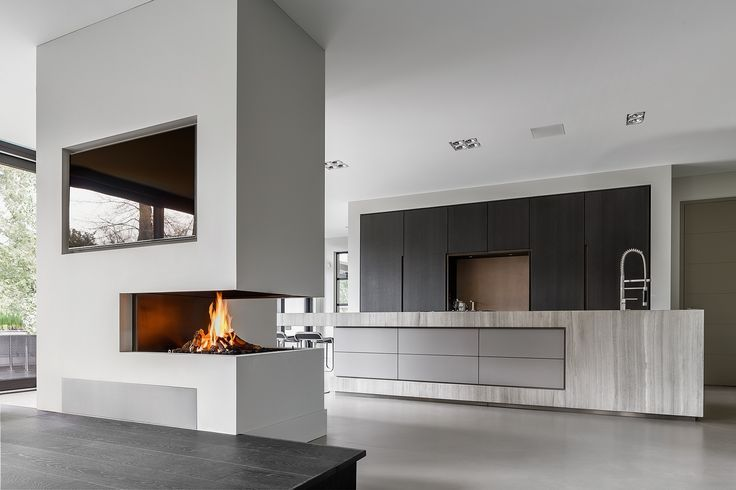 Open keuken met grote hoekhaard als ruimteverdeler. designkeuken