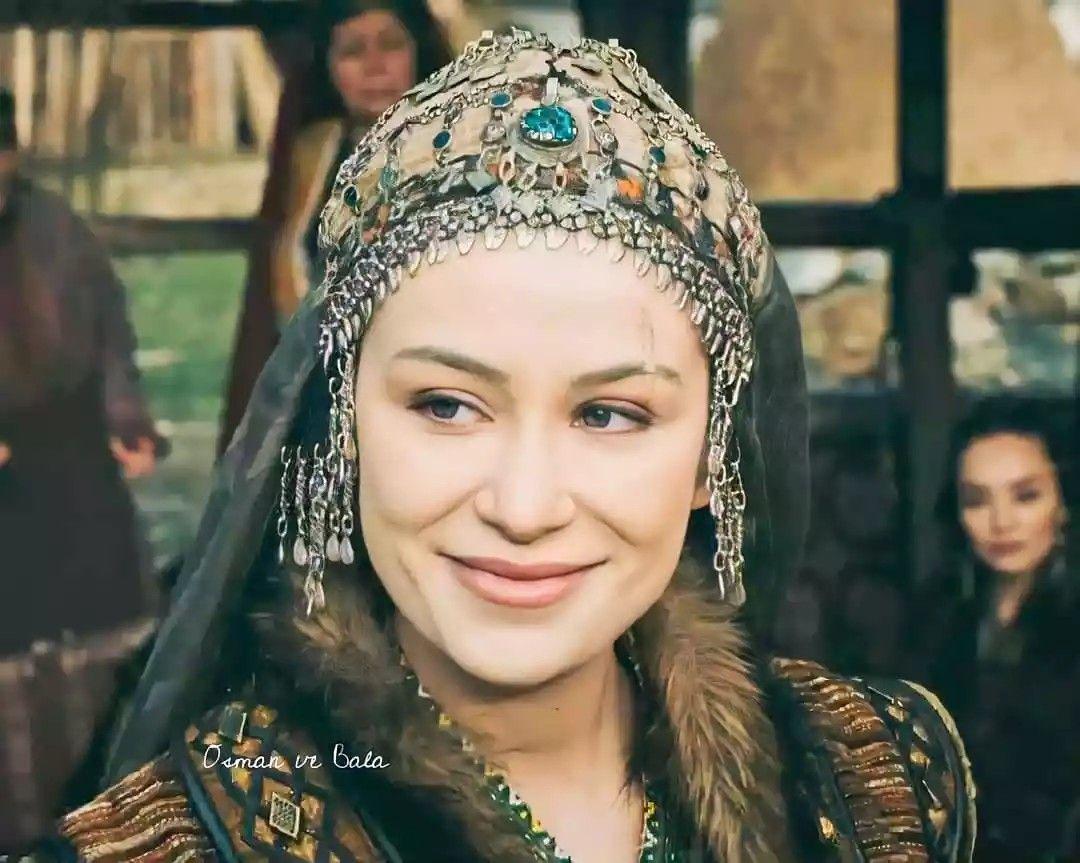Aygul Hatun Buse Arslan Ozel In 2021 Turkish Clothing Osman Actresses