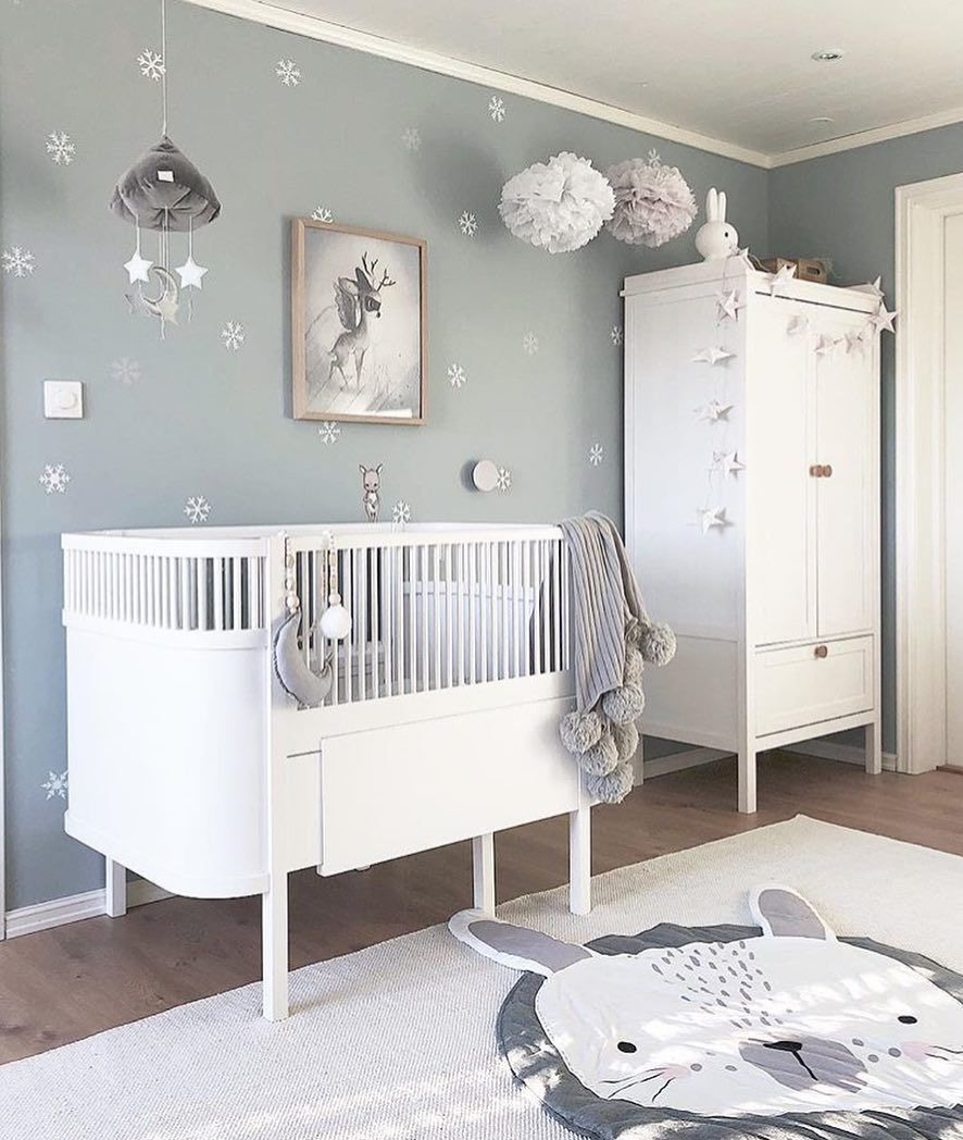 I like this neutral and nit idea for nursery! Don´t you ...