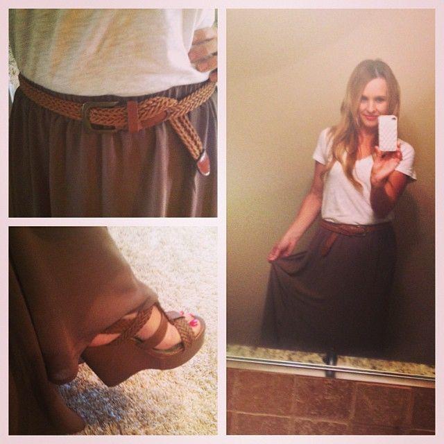 www.fawnrosenbohm.blogspot.com #fall #maxiskirt #maxi #fashion #fallfashion #wedges #skinnybelt #fashionblog #mommyblog #tshirt #fallstyle