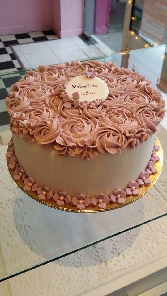 Design roses cake -   Soutenez-nous dans le développement en franchise de nos salons de thé vintages ! Support us to develop  our vintage tearooms !  Facebook : https://www.facebook.com/MissAudreysCupcakes/ Ulule : http://fr.ulule.com/audreys-cupcakes/  Merci :D ! Thank you :D !