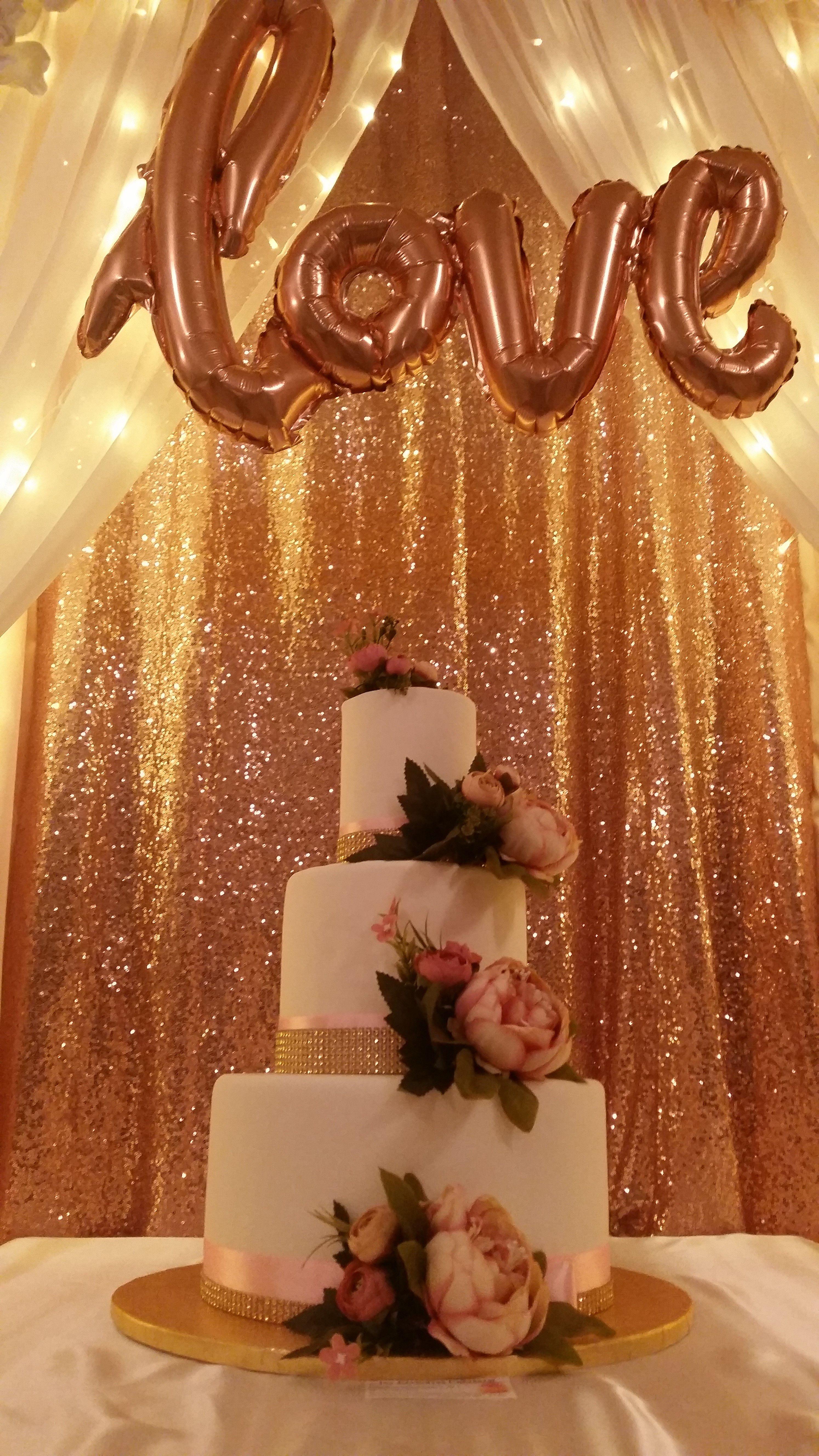 esküvői torta feliratok Rosegold háttér, felirat és torta. Tökéletes összhangban. / Joy  esküvői torta feliratok