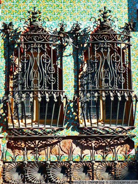 ventanas de la casa de las Carolinas de Gaudí ventanas de la casa de - Windows Fences