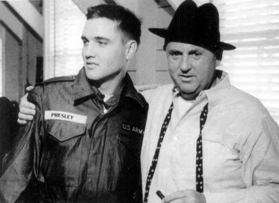 Private Elvis Presley And Colonel Tom Parker At Fort Chaffee Ar March 25 1958 Thnx To Karola Alorak Who Posted Elvis Presley Elvis Elvis Presley Biography
