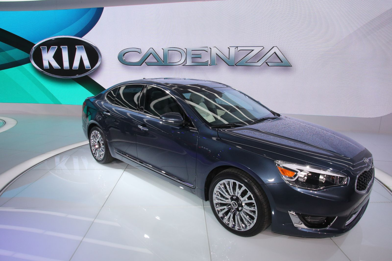 Kia cadenza black oh kia you keep coming up with such great cars