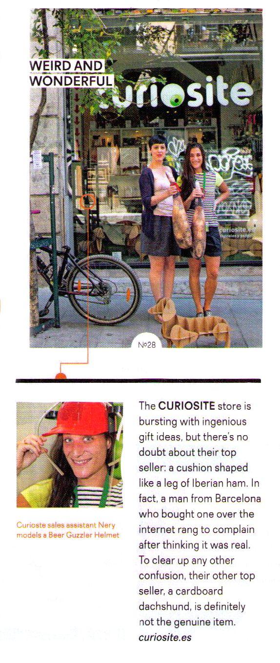 """Curiosite aparece en la revista """"Traveller"""" de EasyJet en un especial sobre la calle Corredera Alta de San Pablo en el barrio de Malasaña de Madrid. Aquí estamos, luciendo jamones... Y a nuestro perro salchicha de cartón."""