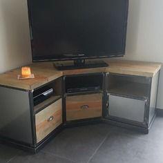 meuble tv d 39 angle industriel en acier et pin massif vieilli mobilier pinterest. Black Bedroom Furniture Sets. Home Design Ideas