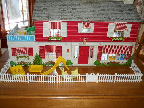 Vintage 1950 S Tin Metal Doll House Marx 2 Story Colonial Mansion W Furniture Doll House Vintage Dollhouse Dollhouse Toys