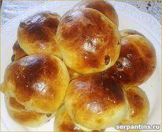 Вкусные и пышные булочки с изюмом из дрожжевого теста. Несложный рецепт домашней выпечки.