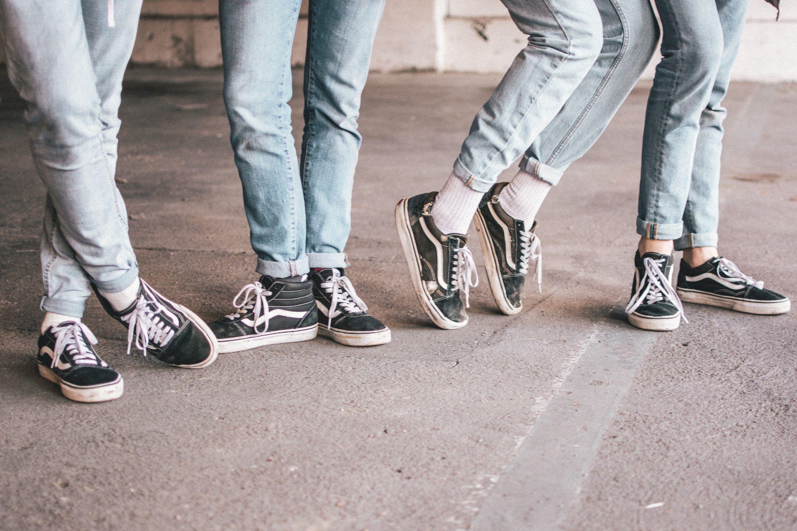 People Old In Britton Black SkoolSneakers Macaila Wearing Vans by67fgY