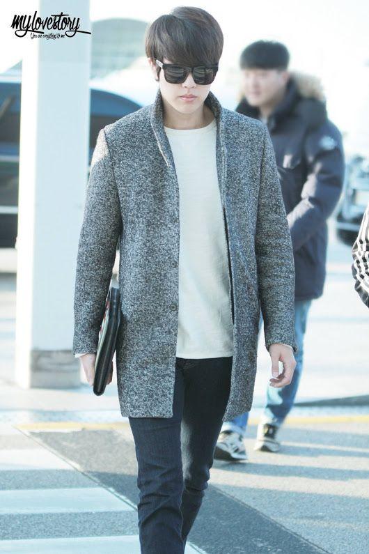 Handsome model Lee Sungyeol <3 <3 <3