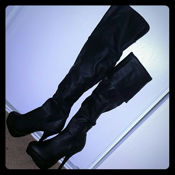 Very Tall 6 Inch Heel Boots BRAND NEW I have black 6 Inch Heel Boots that have NEVER been worn. I got them from the mall a few years ago and never wore them because my calves are too big. So I'm selling because they're just sitting in my closet. Shoes Heeled Boots