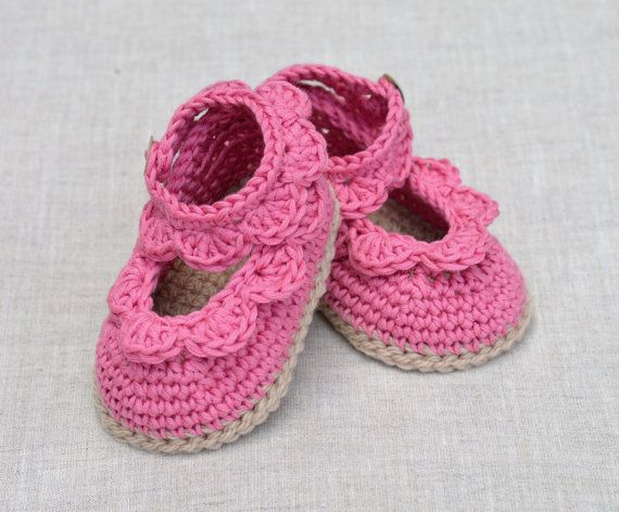 CROCHET PATTERN Baby Sandals with Scallops Easy por matildasmeadow ...