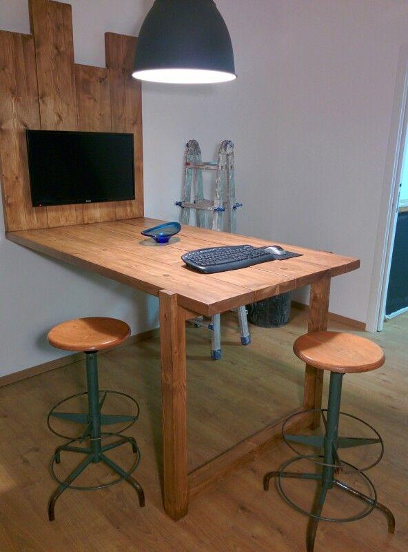 sede RIMA servizi: tavolo alto realizzato con palanche di cantiere ...