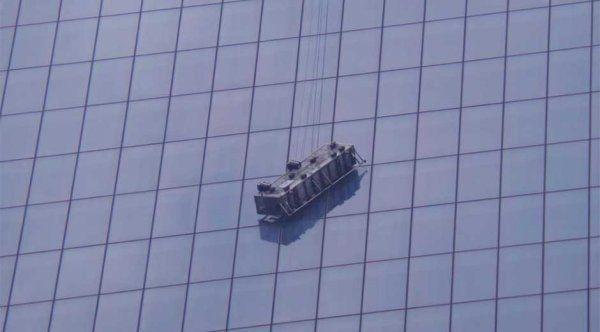 Rescatan a trabajadores que quedaron colgados en el World Trade Center