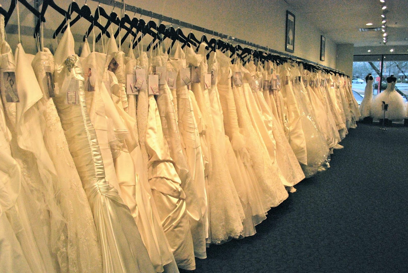 private bridal dressing room - Google Search | Retail store floor ...