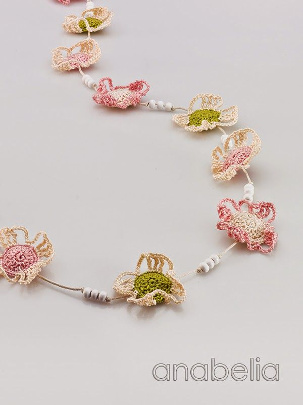 Crochet soft colors flowers necklace by Anabelia | Flores ...