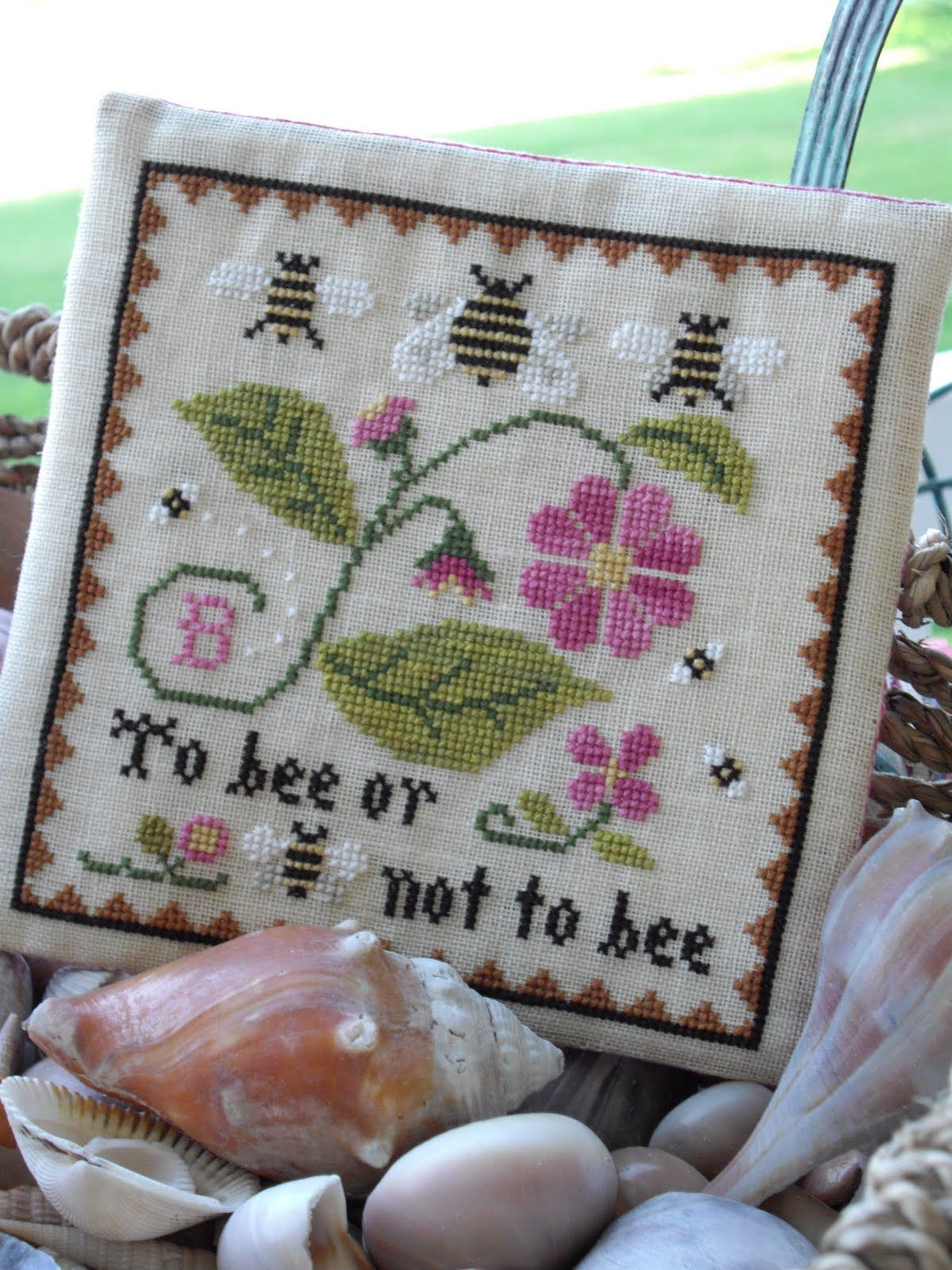Fallen in love with LHN and CCN patterns: Bee Sampler | Bone Gap ...