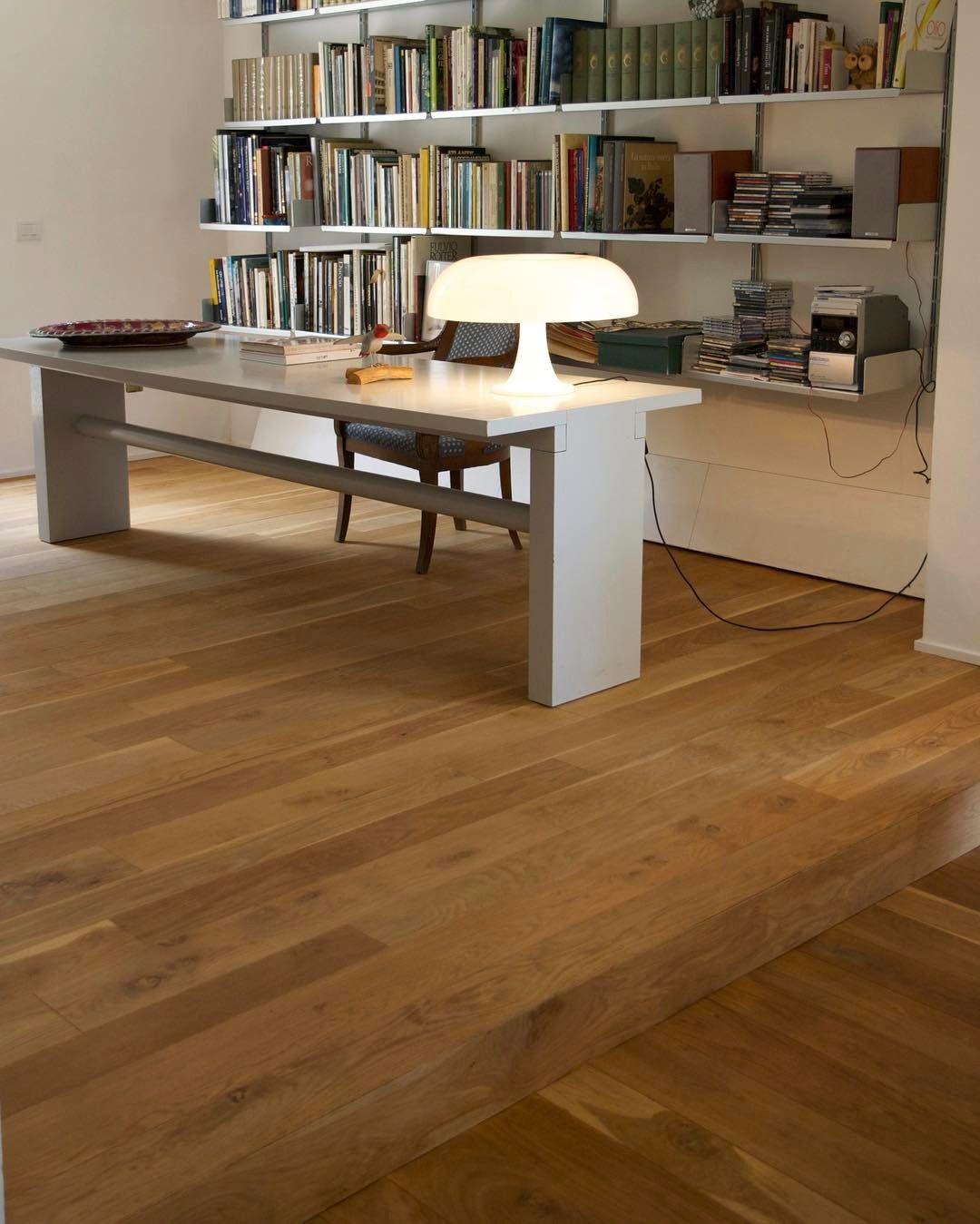Parquet in massello di quercia borgogna trattato ad olio for Ufficio architetto design