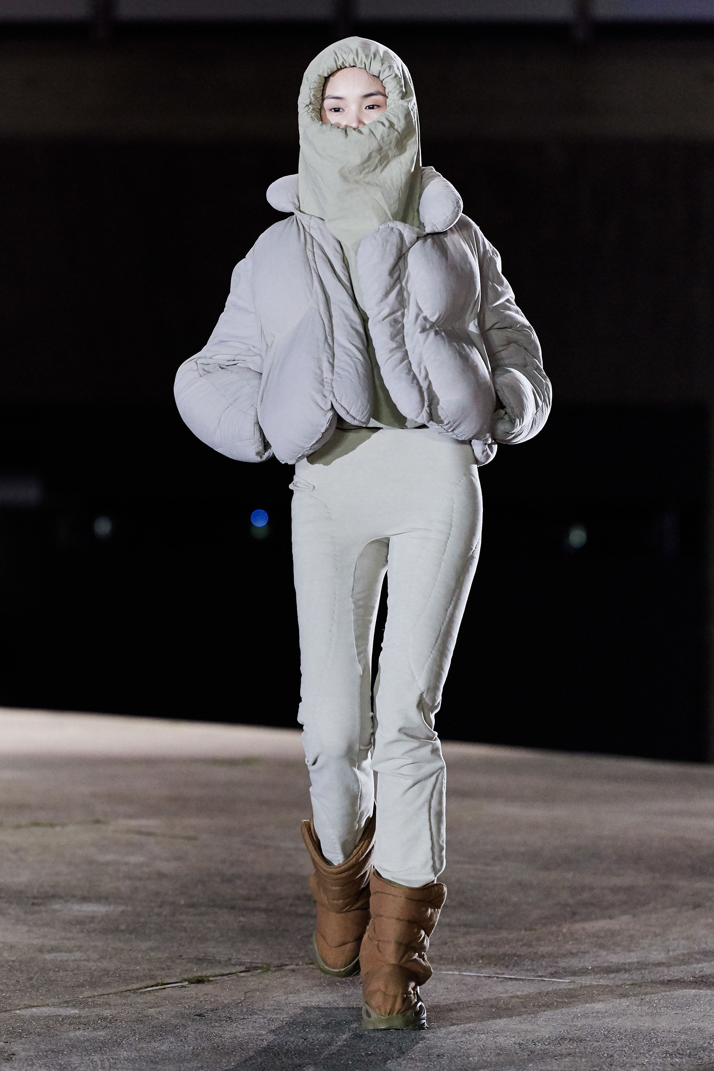 Yeezy Fall 2020 Ready To Wear Fashion Show In 2020 Yeezy Fashion Fashion Futuristic Fashion