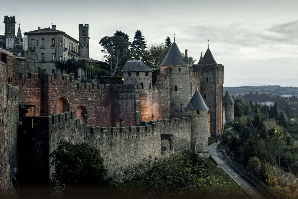 10 Castillos Para Fanáticos De Juego De Tronos Castillos Gran Hotel Budapest Castillo Medieval