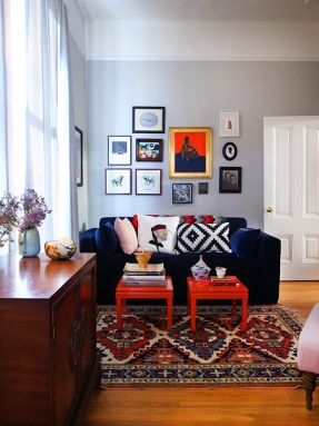 Blue couch with bright color accents  black and white bold patternsblue velvet gray walls molding paint oriental rug two end tables as also best kleur verf op de muur images on pinterest colors wall