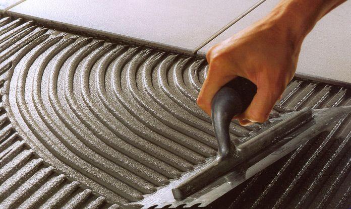 Colla adesivo cementizio grigio ad alte prestazioni deformabile