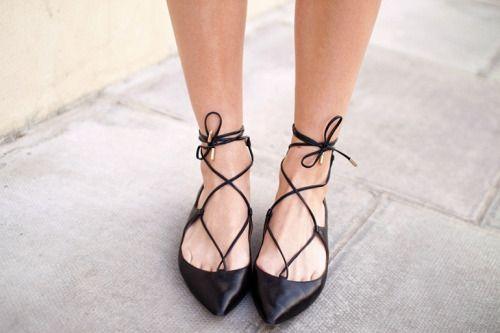 """bestfashionbloggers: """"Fashion Hoax / De mooiste lace-up flats onder €50…"""