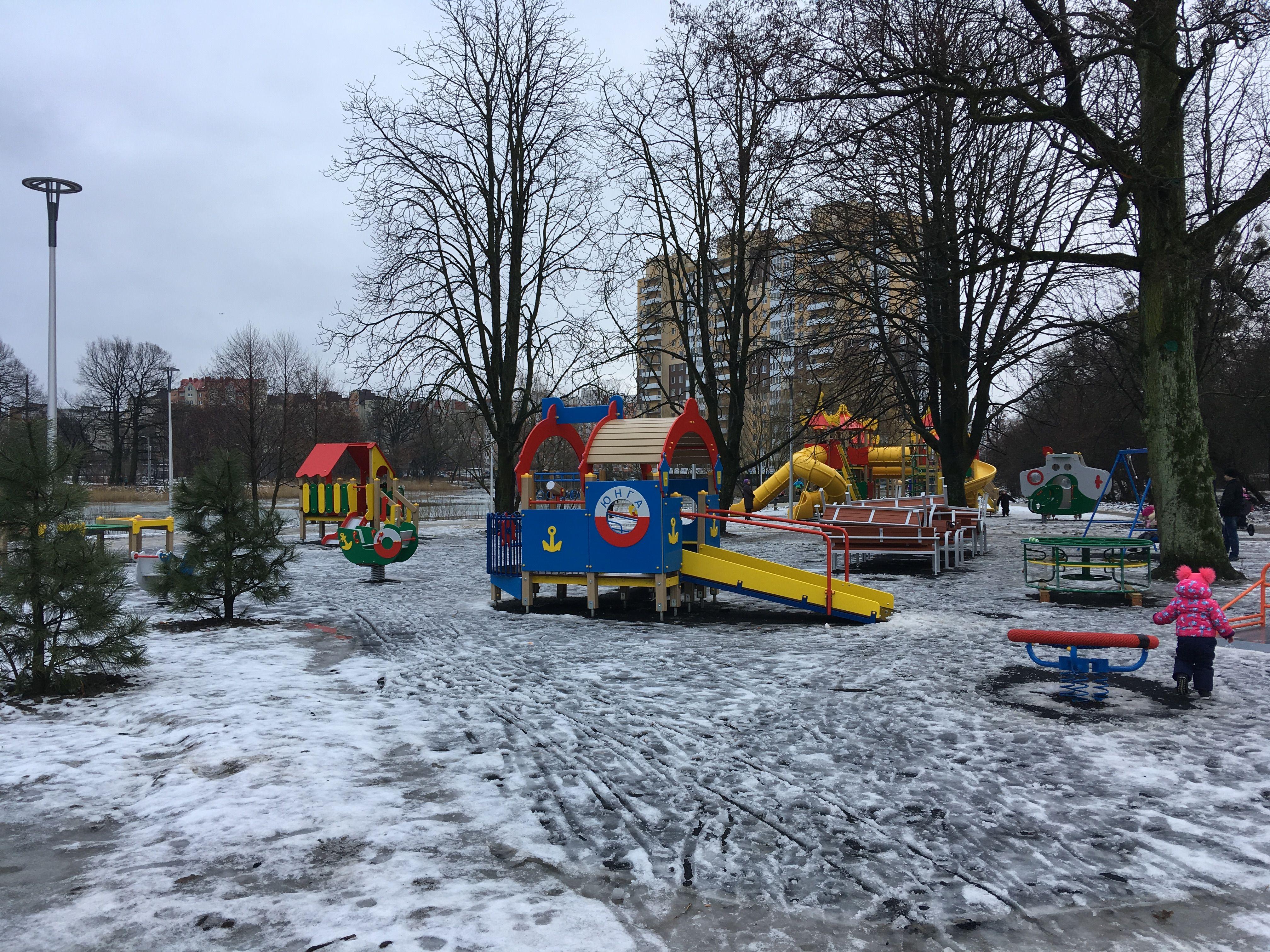 Площадка для детей на озере
