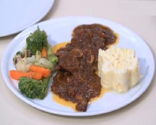 طريقة عمل بيكاتا اللحمة بطريقة الشيف محمد حامد مطبخ أتوسه على قد الايد Cooking Recipes Recipes Cooking