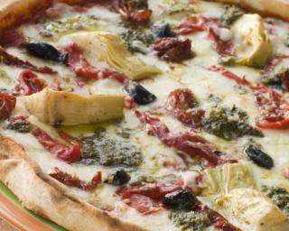 Pizza allégée aux artichauts, tomates séchées, jambon et mozzarella