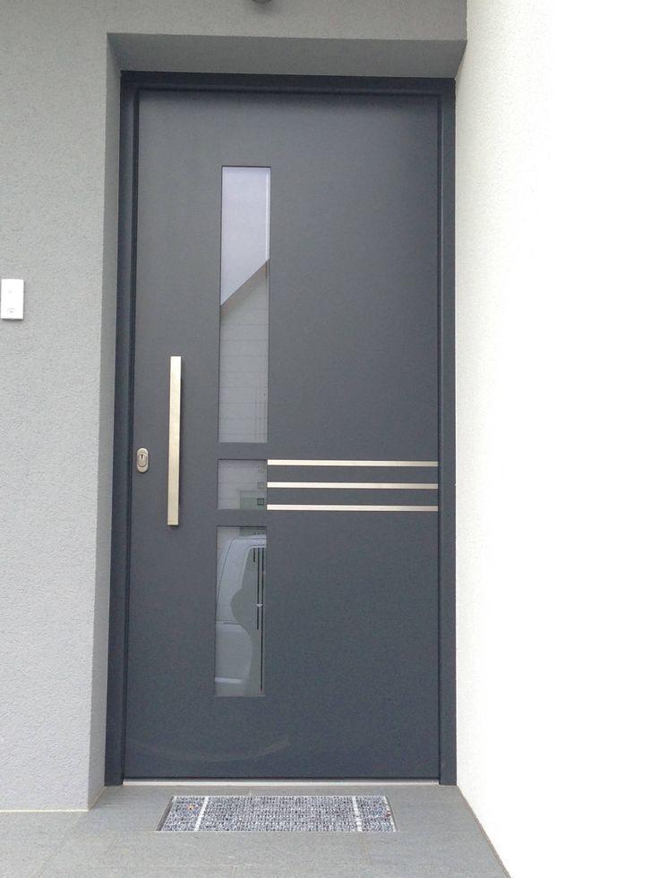 Photo of Eingangstüre flächenbündig außen in anthrazit und Edelstahllisenen
